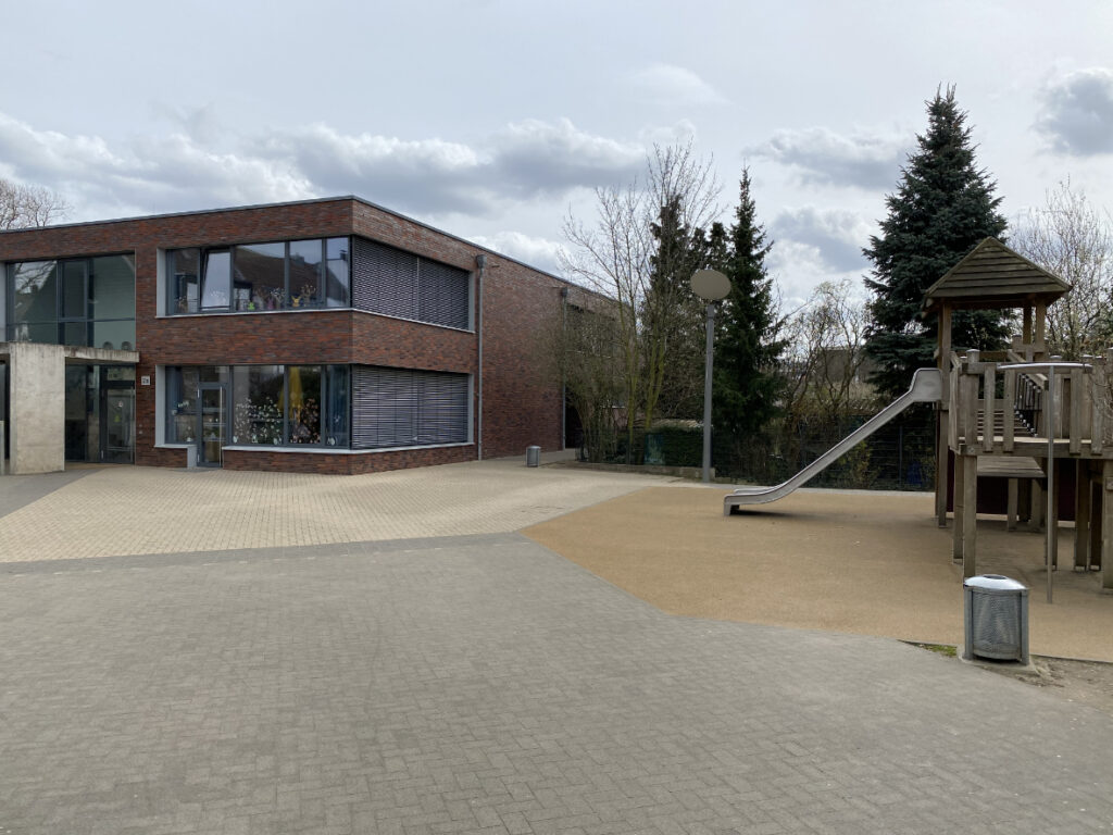 Grundschule Alt Niederkassel, Düsseldorf: Neubau OGATA mit 2-fach Sporthalle