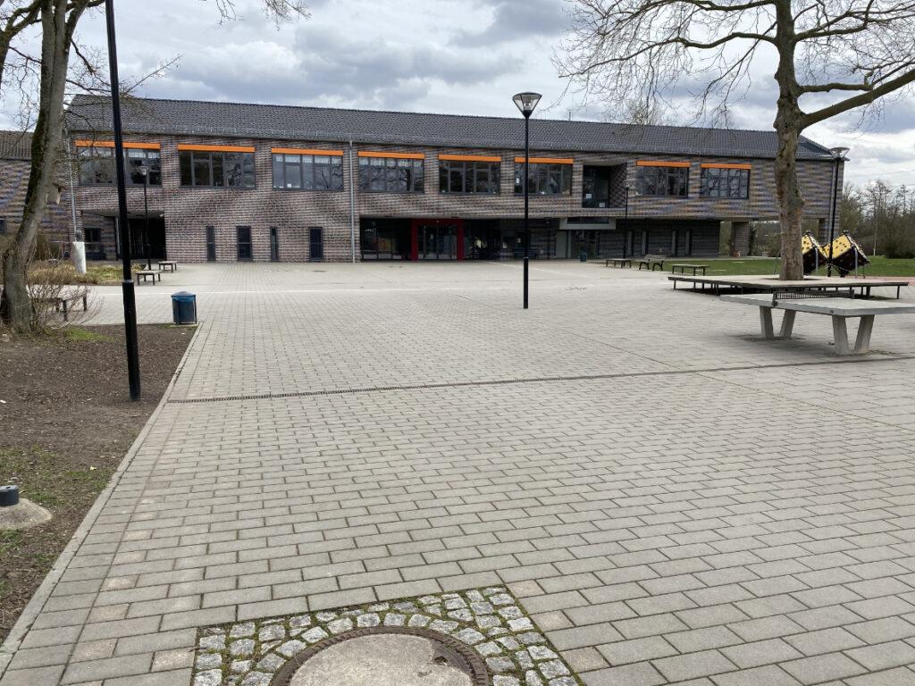 Grundschule am Litzgraben, Düsseldorf-Angermund: Sanierung des Bestandsgebäudes und Ersatzneubau